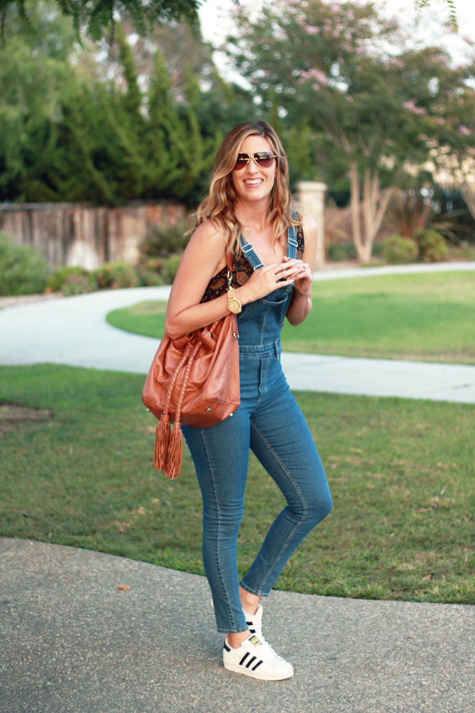 How to Style Denim Overalls, fashion tips featured by top US fashion blog, The Fashionista Momma: image of a woman wearing a bodysuit and denim overalls.