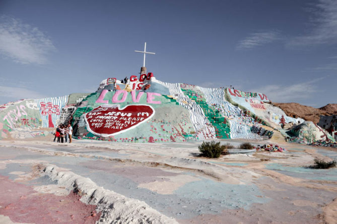 The ultimate travel guide to Imperial County everything from Palm Springs to Salvation Mountain. - 36 Hours in Imperial CA County by popular Los Angeles lifestyle blogger The Fashionista Momma