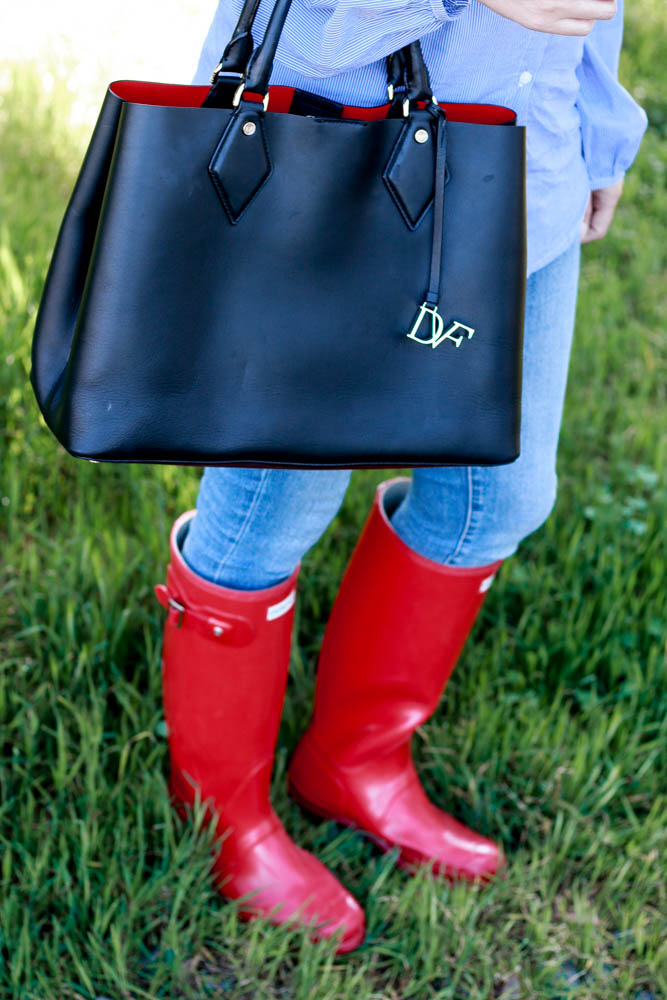 The perfect red rain boots by popular Los Angeles fashion blogger The Fashionista Momma