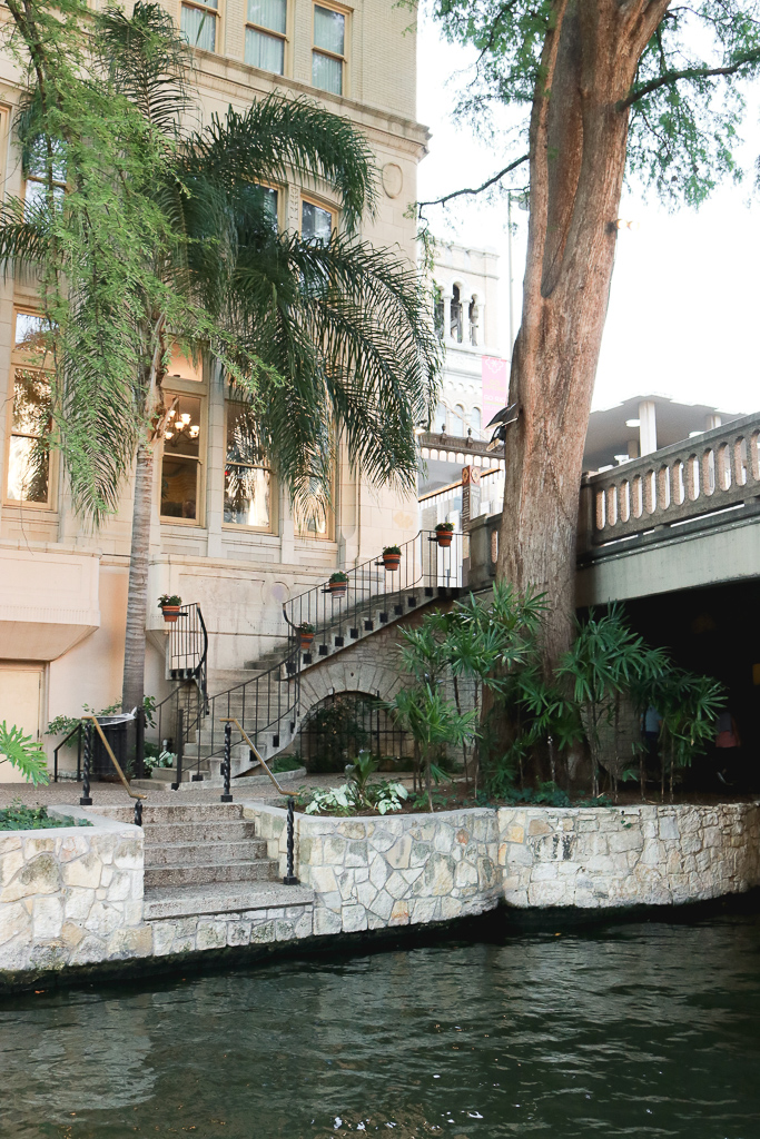 The Ultimate San Antonio Travel Guide featured by popular Los Angeles travel blogger, The Fashionista Momma