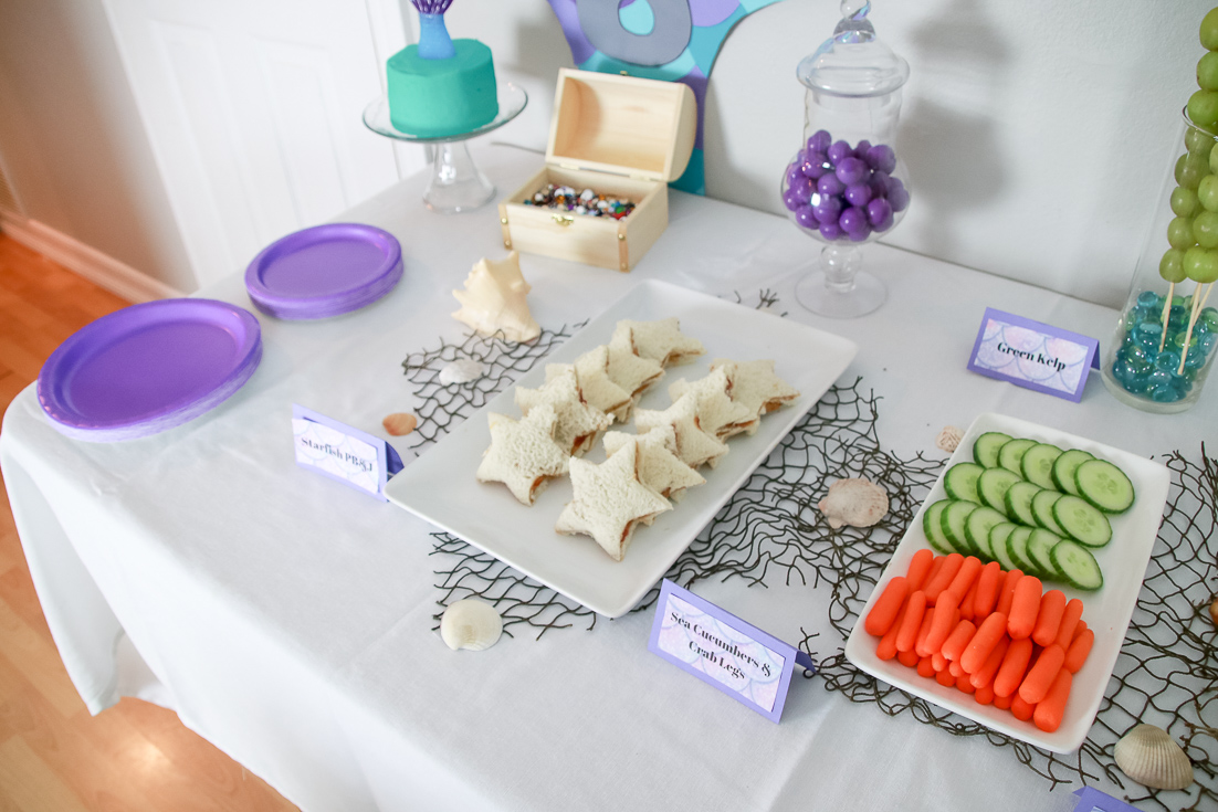 The Fashionista Momma shares an under sea party with mermaids and turtles.