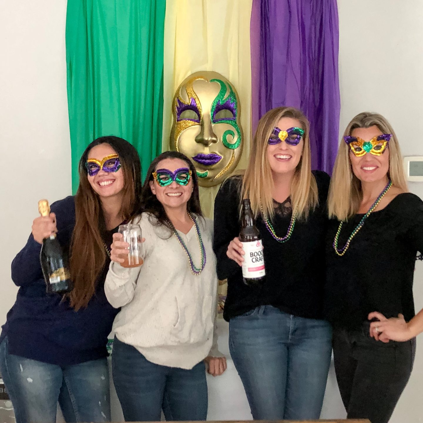 The Fashionista Momma shares a super easy family friendly Mardi Gras party.