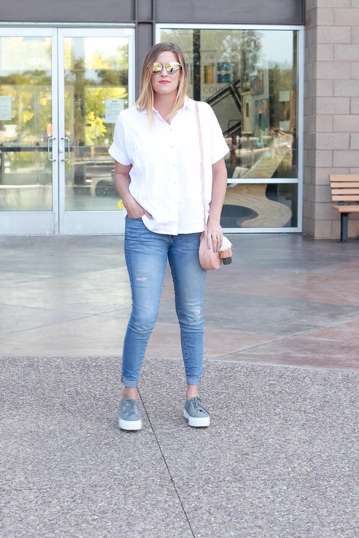 The Fashionista Momma styles a white shirt and jeans for a casual every day look.