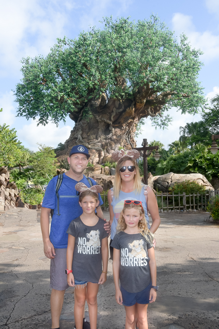 The Fashionista Momma shares 10 tips to booking Disney World Like A Pro.