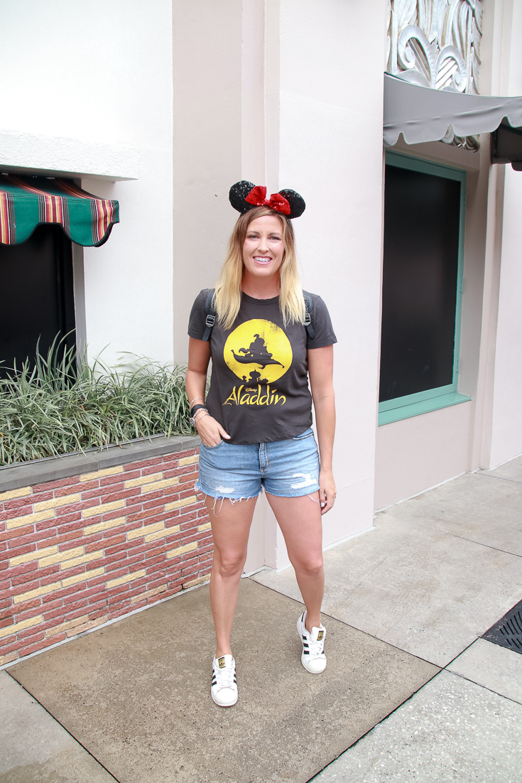 Popular US Style And Travel Blogger, The Fashionista Momma, shares what to wear at Disney World.