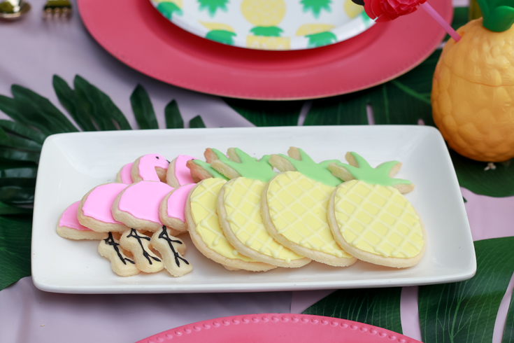 Flamingo Pineapple Party featured by Top US Party Blogger, The Fashionista Momma; flamingo pineapple sugar cookies