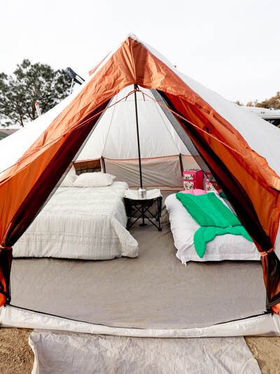 5 Last Minute Ideas For Spring Break featured by popular US Travel Blogger, Style & Wanderlust; Glamping setup.