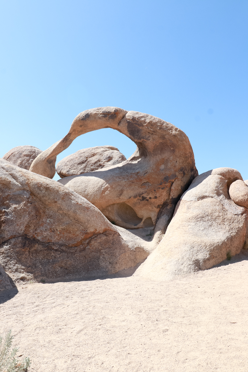 Top US Family Travel Blogger, Style And Wanderlust, shares her 5 Top Things to Do in Inyo County with your Family; Alabama Hills Arch Loop Trail.